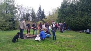 Feuerlauf Holzstapel vorbereiten