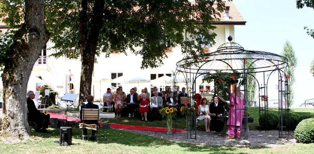 Freie Trauung, Hochzeitszeremonie unter freiem Himmel an Lughnasadh